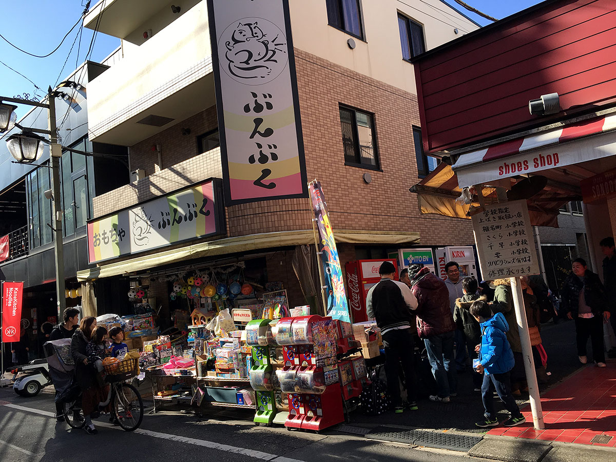 bunbuku toys store in tokyo exterior