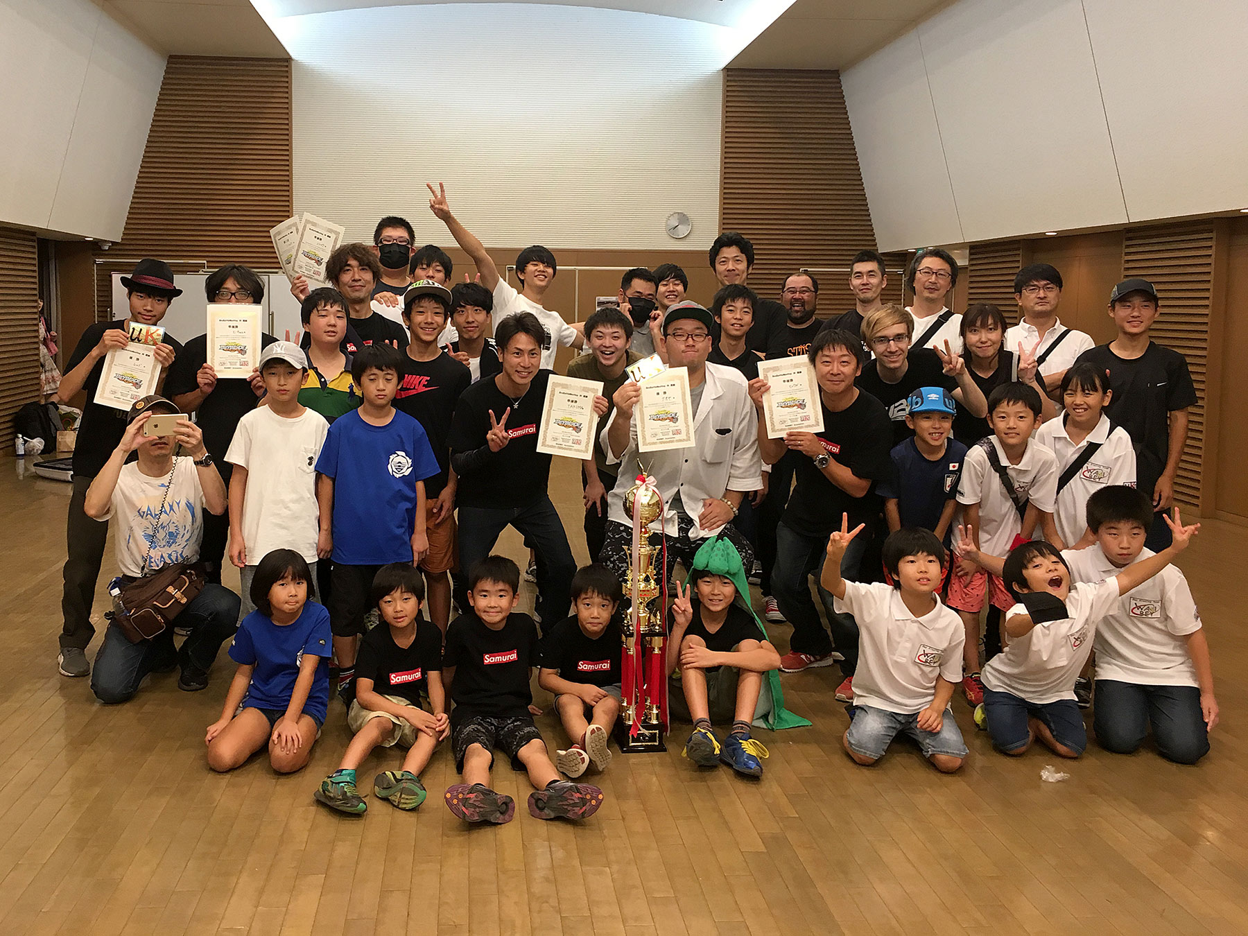 Group photo of players at WARIBEY Burst Cup 2018 Autumn Beyblade Tournament in Japan