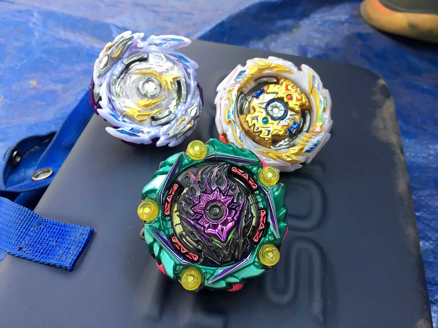 beyblade burst deck: rage diabolos destroy' 3a, tempest solomon metal chip core xtend+ 2A, curse lucifer mobius 2d